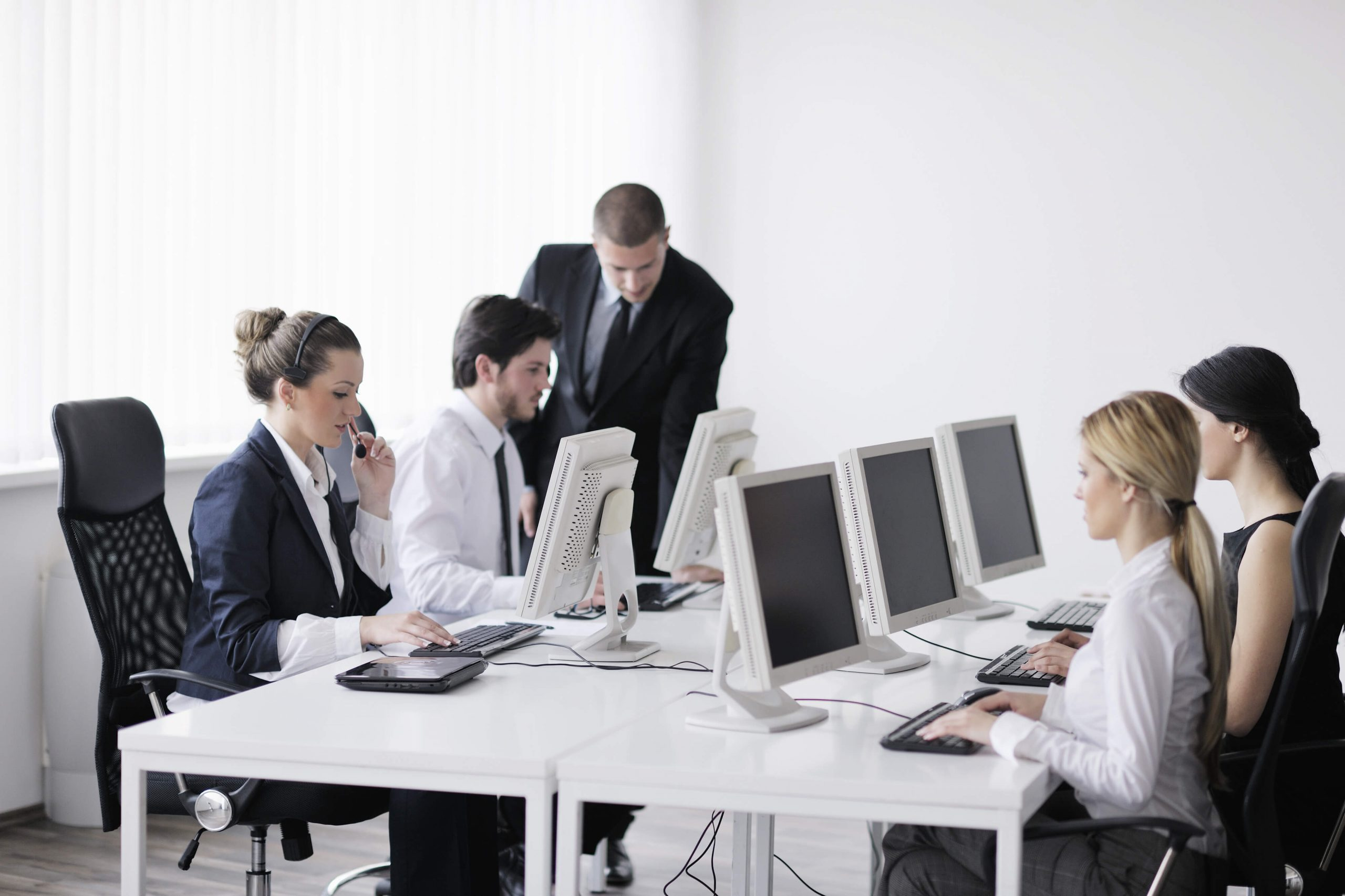 How To Use Technology To Build, Train, and Grow An Elite Sales Team Without Investing A Lot Of Your Time and Resources